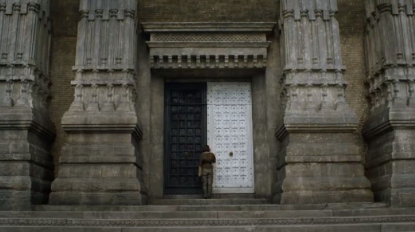 Arya-at-the-House-of-Black-and-White-810x454